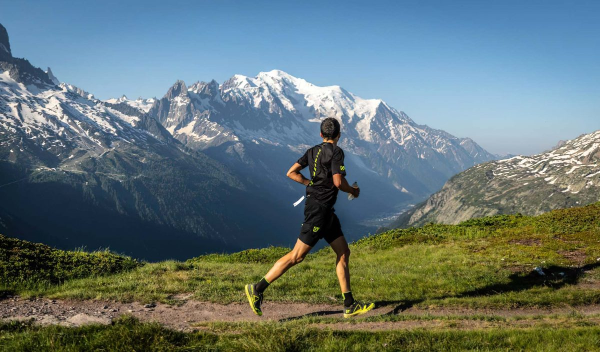 Coureur sur le marathon du Mont-Blanc