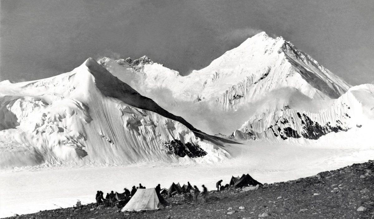 Vue sur l'Everest depuis un camp à 6000m d'altitude