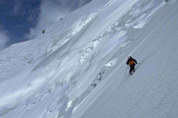 Skieur alpiniste ouverture à ski au Gasherbrum II