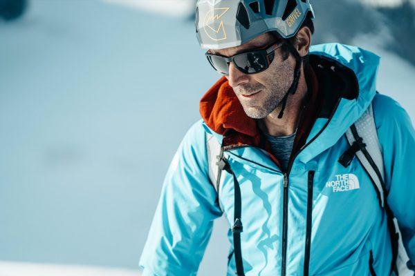 Hervé Barmasse alpiniste portant les lunettes Julbo Shield M