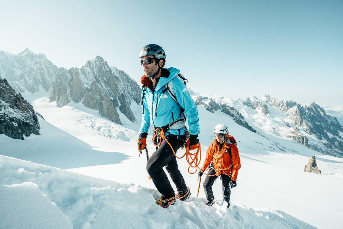 Hervé Barmasse et Lise Billon alpinistes portant les lunettes Julbo Shield M