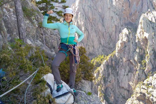 Les accordées : groupe de femmes alpiniste ouvrant une grande voie en Corse