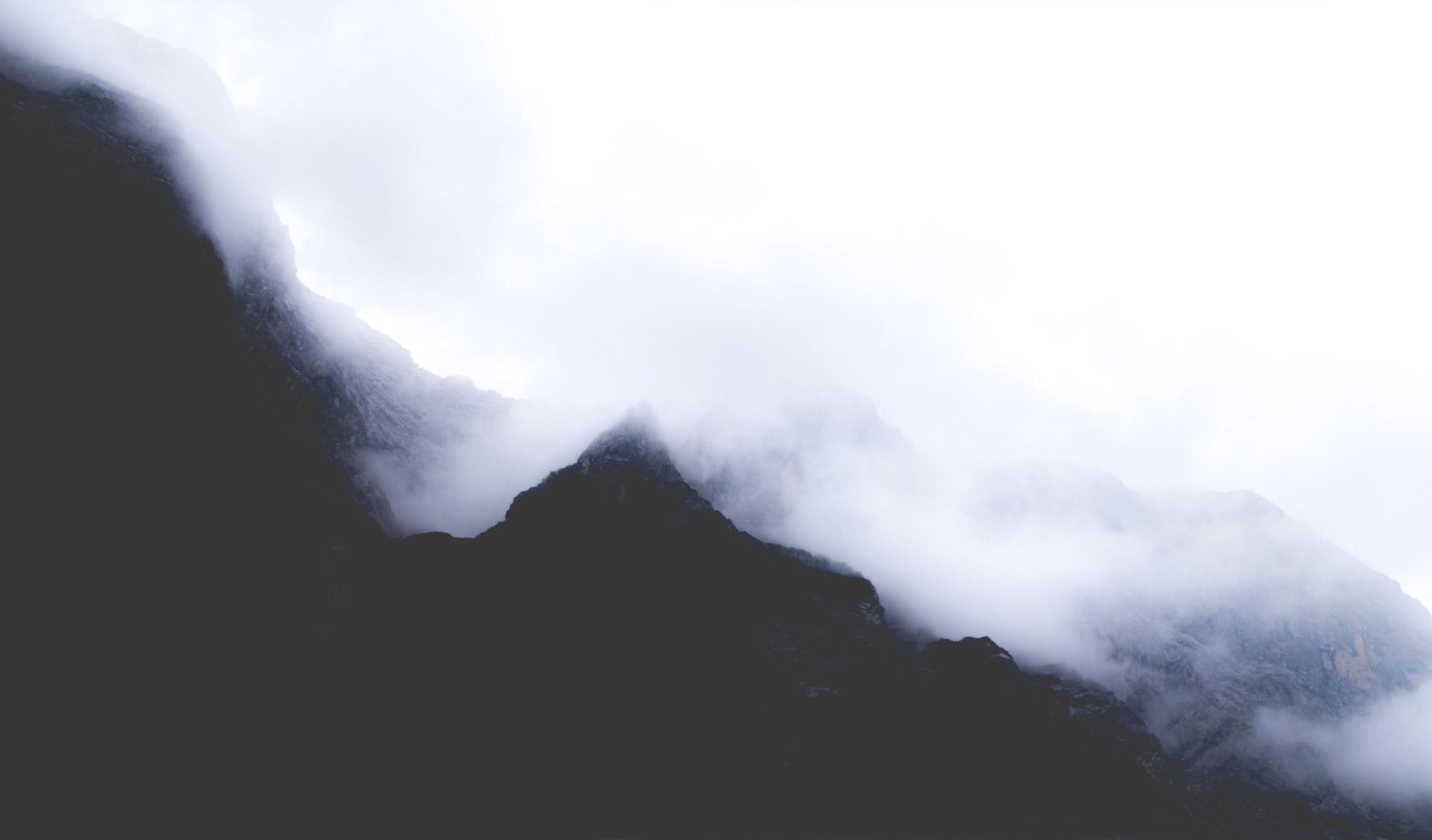 Montagne sous les nuages