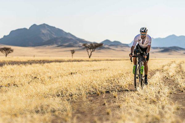 Steven le Hyaric : traversée du désert du Namib à vélo